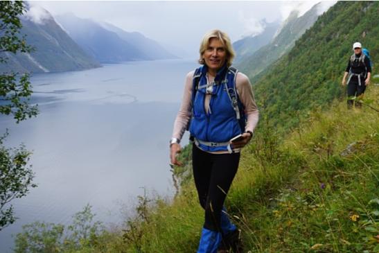 Hike along the Hjørundfjord