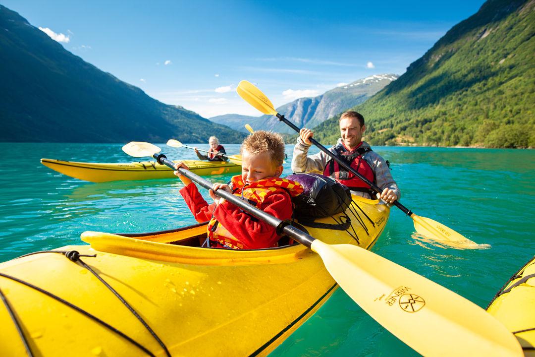 Kayak between Norwegian mountains. Photo: Martin Hogeboom
