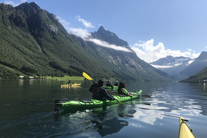 Hjørundfjord, kayaking