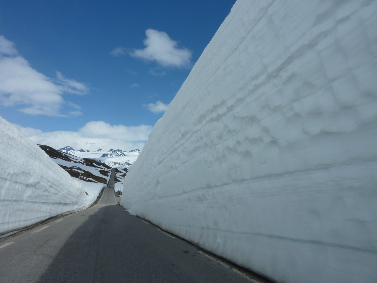 Sognefjellsveien early june snow wall
